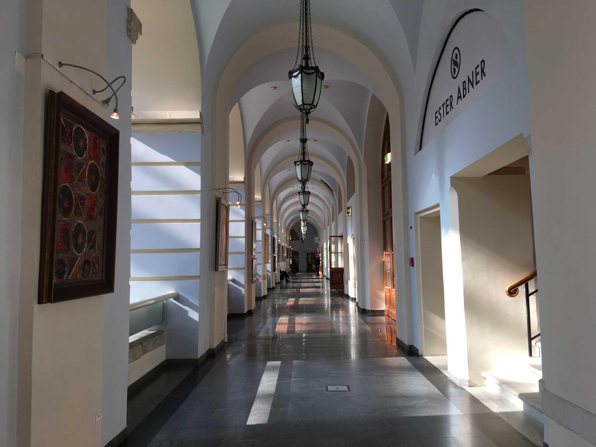 vistavka-kartin-Mehdi-gostiniy-dvor-4
