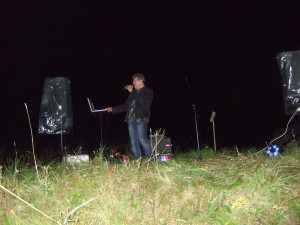 Андрей поет для всех нас в первый день прибытия в лагерь. Спасибо ему!
